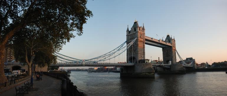 The Tower Bridge és un dels ponts que travessen el Tàmesis.