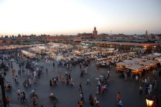 Quan el sol s'amaga, la Plaça adquireix tota la seva plenitut