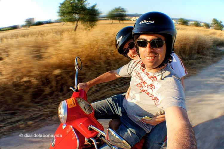 La moto ens ofereix una llibertat total per descobrir l'illa