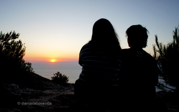 Contemplant la posta de sol al nord-oest de l'illa