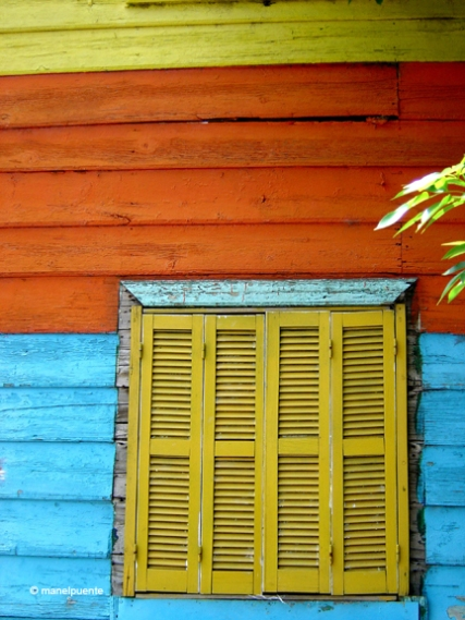 Finestra d'una colorista casa al carrer Caminito de Buenos Aires