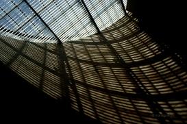 Llums i ombres a l'estació de metro de Lisboa