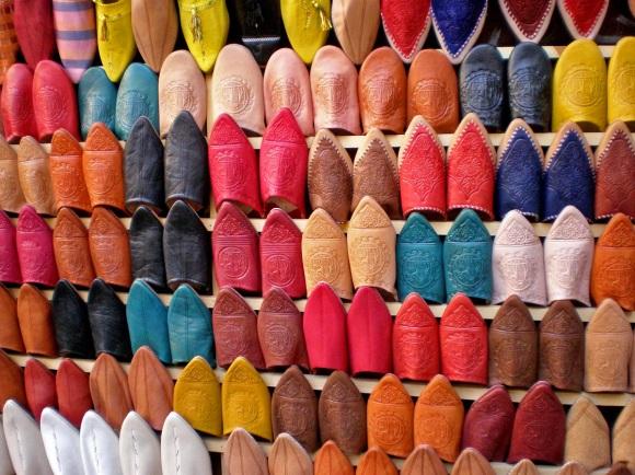 Sabatilles de pell al Zoco de Fes, Marroc.