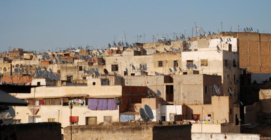 Una característica de moltes poblacions marroquines: les moltíssimes parabóliques als terrats
