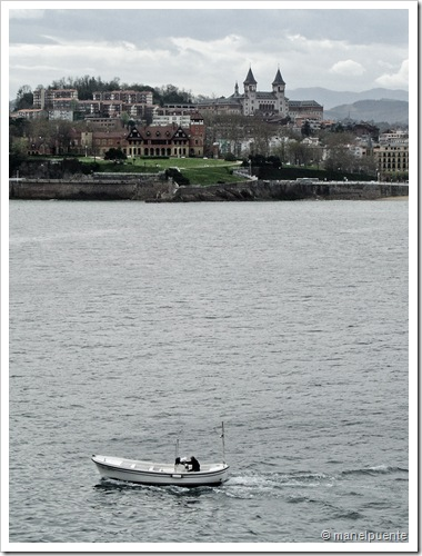 Barca arribant a port