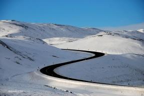 Carreteres nevades. Zona geotermal de Námajall Hverir