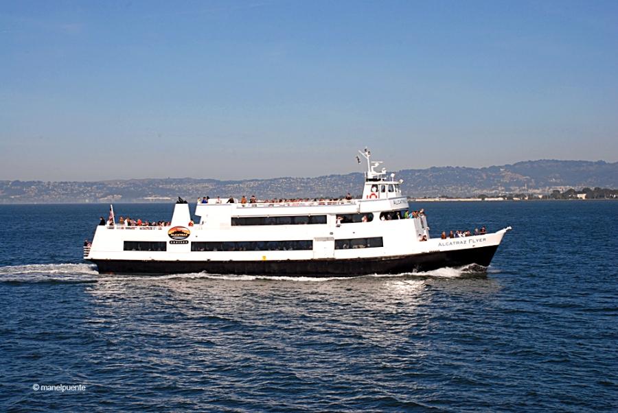 L'empresa Alcatraz Cruises s'encarrega de gestionar els ferris i la visita