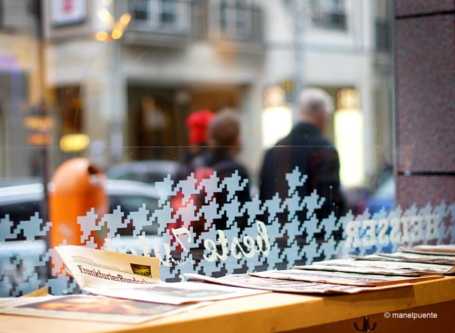 Les finestres de les cafeteries són ideals per veure passar la vida berlinesa