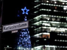 L'avinguda Kurfürstendamm, -abreviada com Ku'damm- és una de les arteries principals