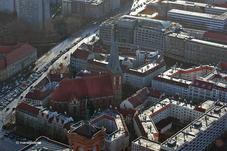 La història de l'església de Nikolaikirche es remonta a la fundació de la ciutat a mitjans del segle XIII