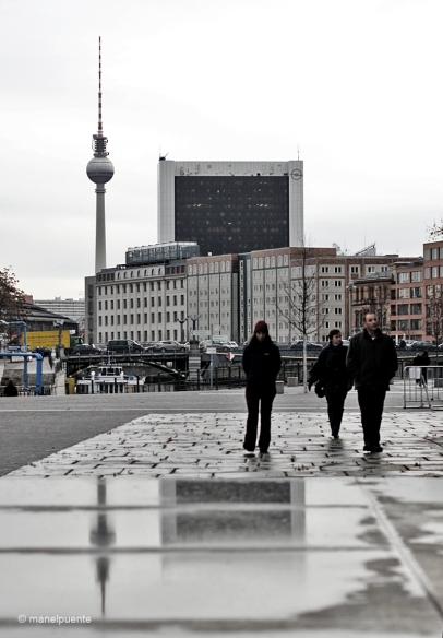 """La torre de televisió """"Berliner Fernsehturm"""", amb els seus 368 metres és l'edifici més alt de Berlín"""