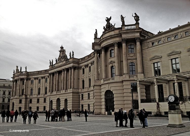 El 1933, els nazis van cremar 25.000 llibres davant la Universitat Humboldt. Aquesta institució ha vist sortir de les seves aules 29 premis Nobel, com Albert Einstein