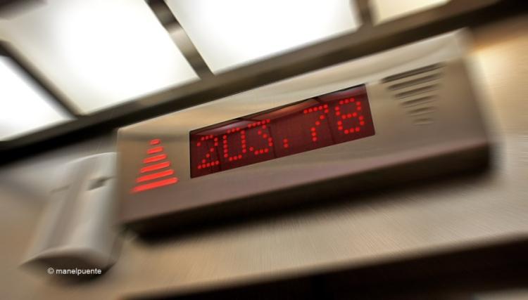 L'ascensor ens marca l'alçada mentre pujem, i el mirador està situat als 203 metres