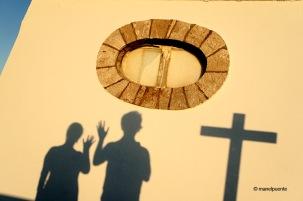 Una petita ermita es troba a prop de la Boca do Inferno