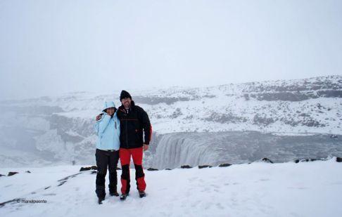 Davant la Cascada Dettifoss, Islàndia