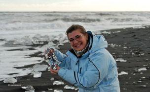 Els trossos de gel arriben fins a la mateixa platja de Jökulsarlón