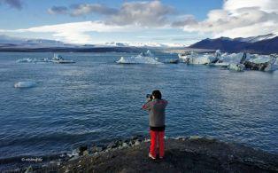 Fent fotos davant del majestuós Llac Jökulsárlón