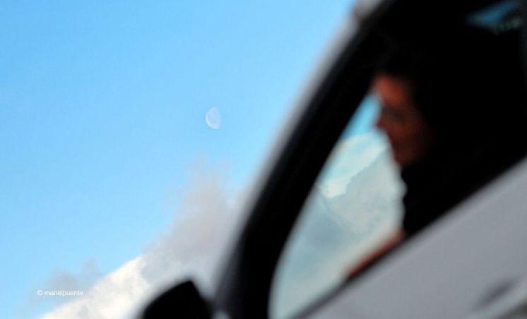 La lluna treia el cap durant la nostra ruta en cotxe