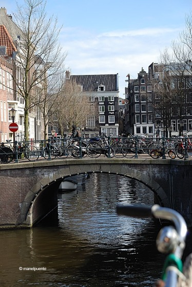 bicis_canals_amsterdam