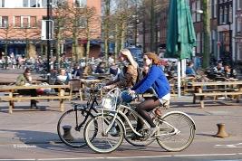 noies_bici_amsterdam