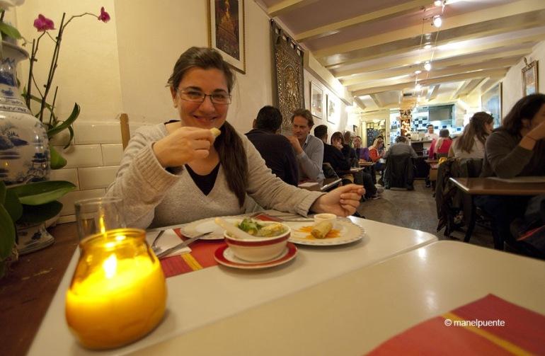 Sopant a un dels molts restaurants de la ciutat