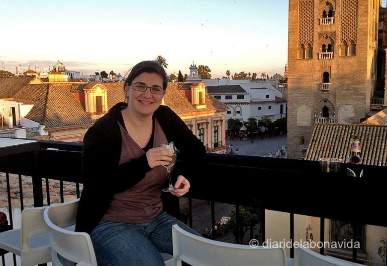 Fent unes copes a una terrassa sevillana