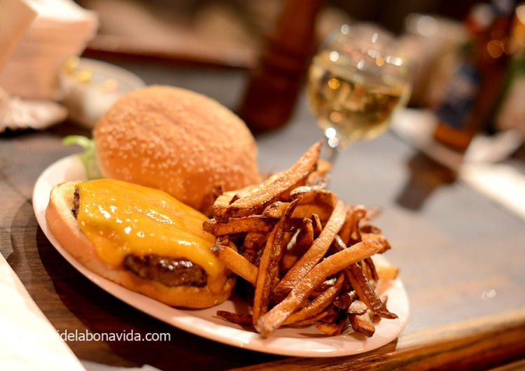 19_alaska_anchorage_fstreet_hamburguesa