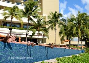 La gent descansa als seus hotels