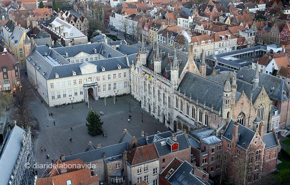 L'Ajuntament i la Basílica de la Santa Sang a Burg