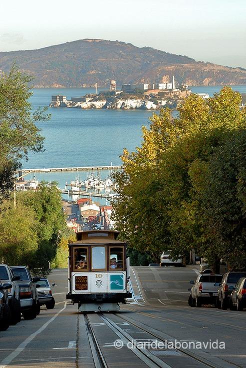 El Cable Car i l'illa d'Alcatraz al fons