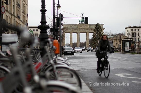 Moltes bicicletes recorren els carrers de la ciutat