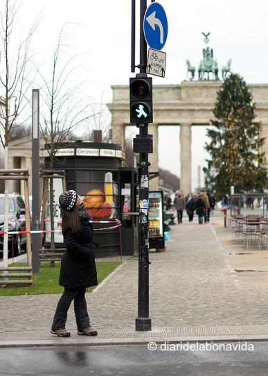 Semàfor davant la Porta de Brandenburg