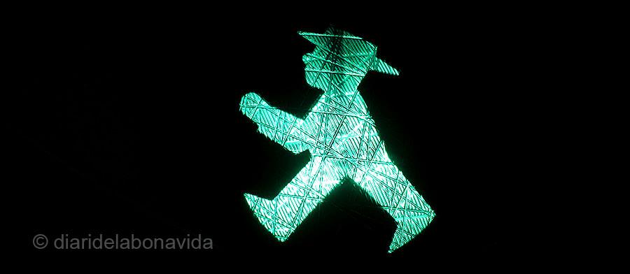 L'Ampelmann verd ens mostra el moment de travessar el carrer