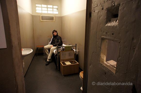 ... o les cel·les on passaven dies els detinguts abans de ser interrogats