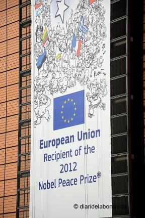 La decoració d'alguns edificis ens recorda que la Unió Europa va rebre el Premi Nobel aquest passat 2012