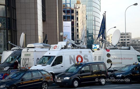 Una senyal clara d'on som: les unitats mòbils preparades per oferir la senyal de TV des del Parlament Europeu