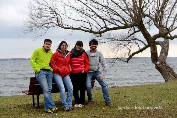 Amb en Martí i l'Anna davant l'enorme llac Ontario