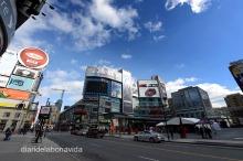 Dundas Square és el centre neuràlgic de la ciutat