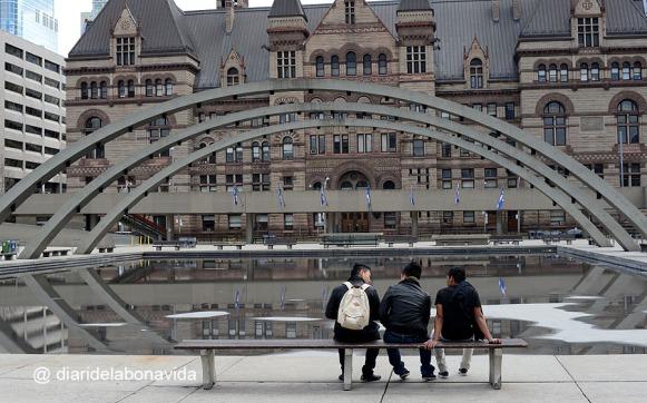 Joves davant el City Hall