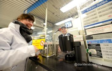 En Robert, un brasiler que treballa al metro, ens explica molt amablemet les diferents tarifes que podem trobar