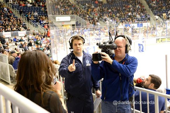 La periodista esportiva a punt d'entrar en directe