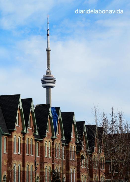 La CN Tower és present cada vegada que aixequem el cap