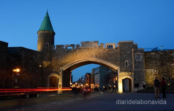 Les muralles envolten la Vieux Québec. Porta Sant-Jean