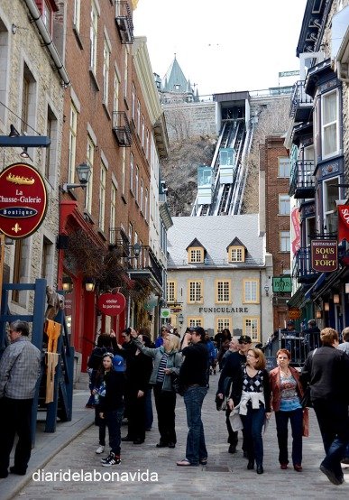 El funicular és visible des de la Rue Sous-le-Fort