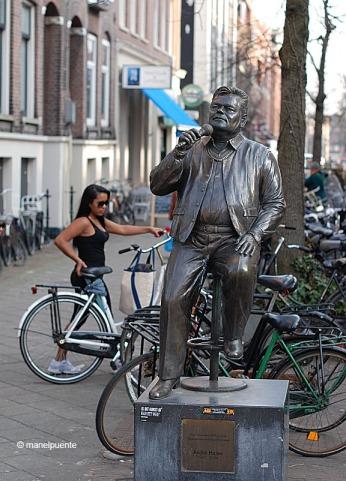 estatua_cantant_amsterdam