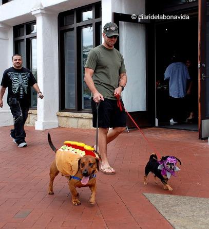 Personatges divertits sempre funcionen en una foto de carrer. Los Angeles