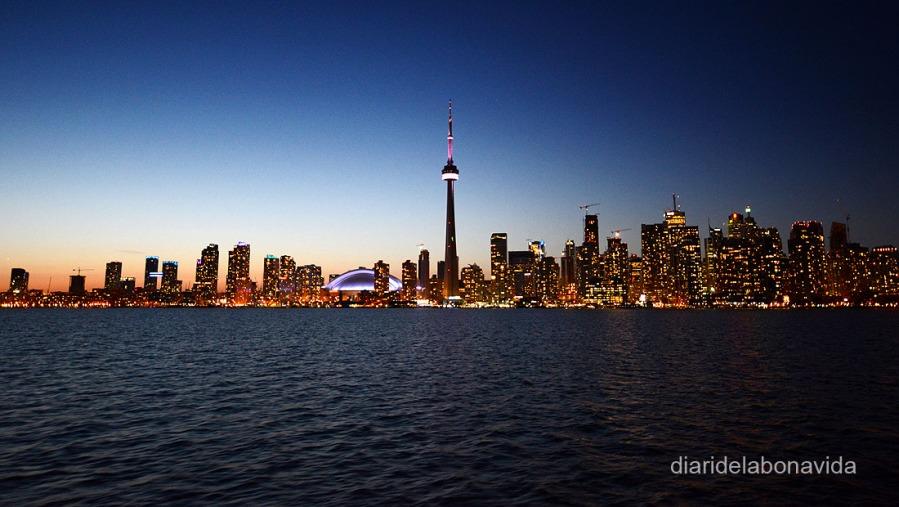 Skyline nocturn de la ciutat des de Toronto Islands