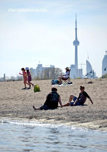 Prenent el sol al barri The Beaches. Toronto