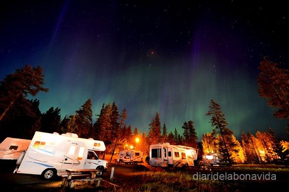 Una aurora boreal ens acompanya al Parc de Banff