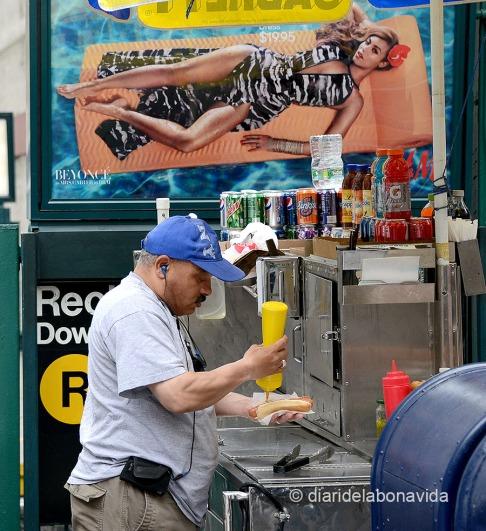newyork0544_hotdog_beyonce